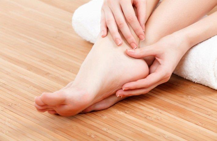 как избавиться от запаха и потливости ног